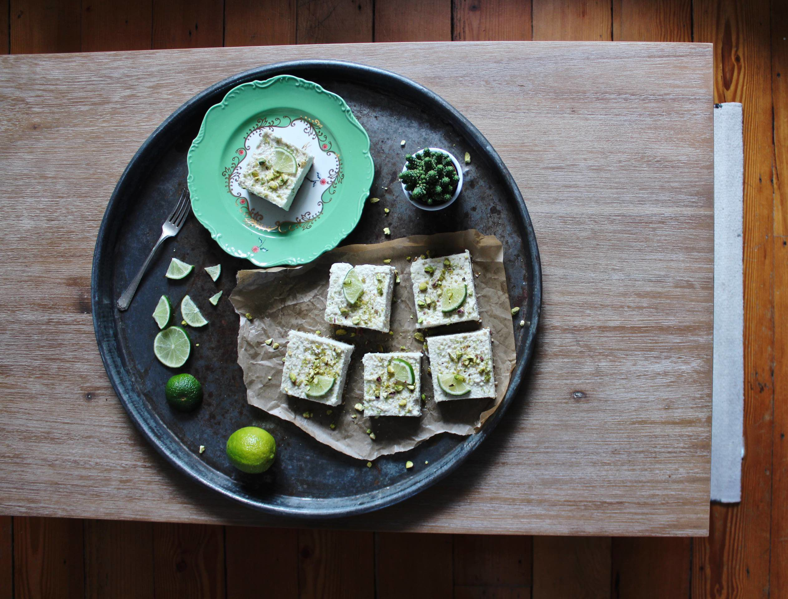 coconut, lime and pistachio cheesecakeá raw, vegan, dairy free, gluten free, sugar free